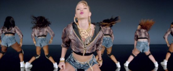 "Taylor Swift Tries Her Hand at Twerking in the ""Shake It Off"" Video"