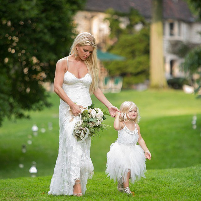 Jessica Simpson Shares a Favorite Snap From Ashlee's Wedding