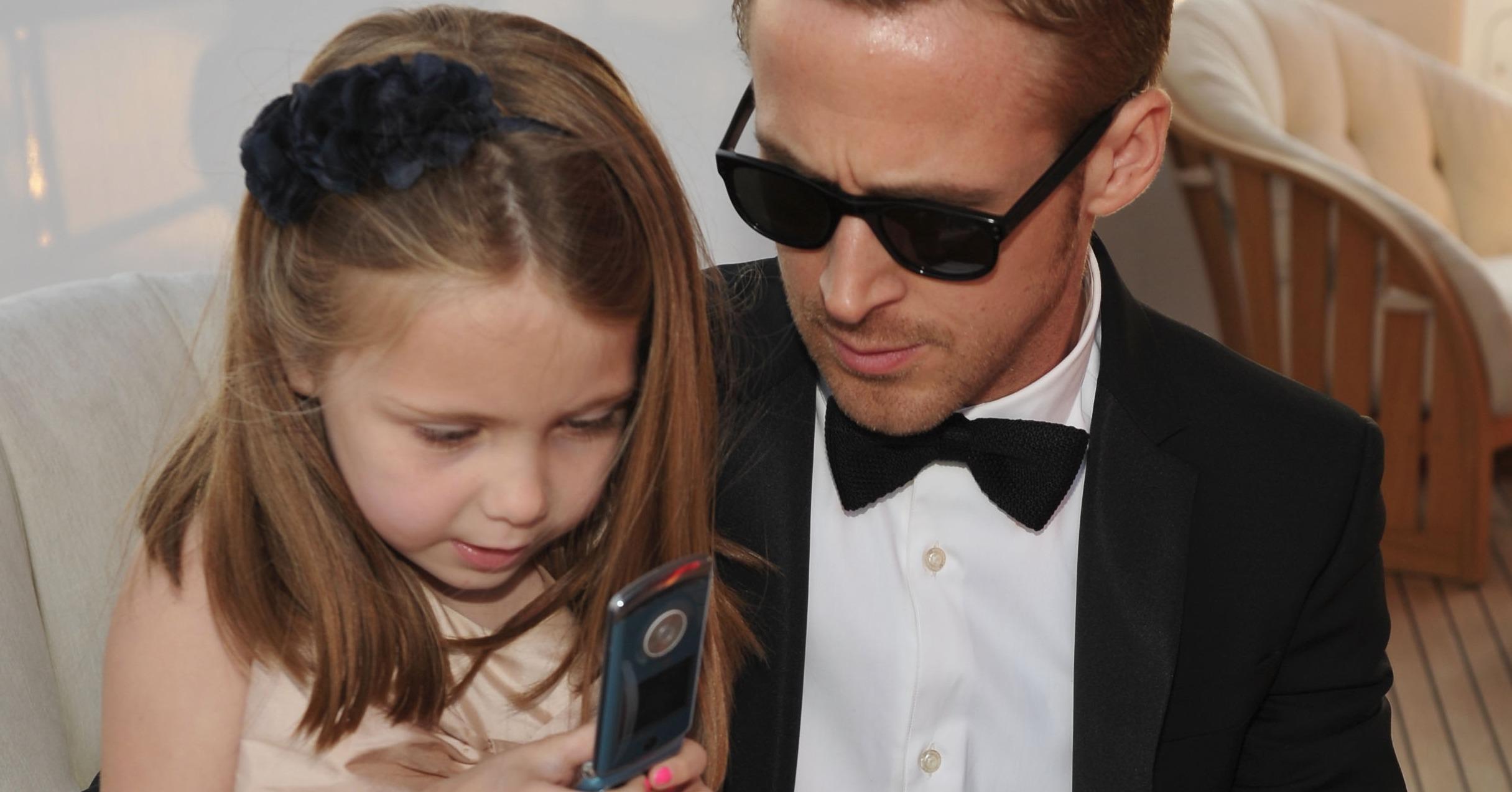 Картинки по запросу ryan gosling daughter