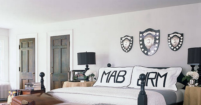 For a his and hers bedroom customize each side of the bed for His and her bedroom decorating ideas