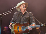 Alan Jackson Announces 25th Anniversary Tour - and 2 Very Cool Opening Acts