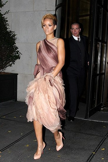 Rihanna leaves her New York Hotel