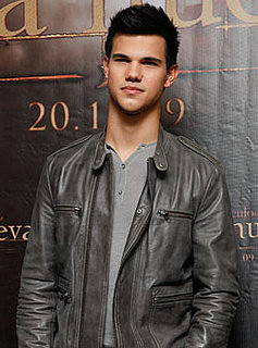 Calling Team Jacob! Have Questions For Taylor? Leave Them in Comments and Win!