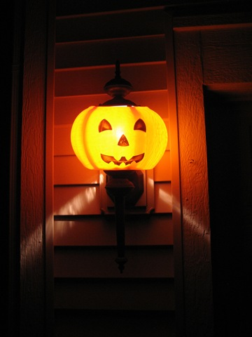 Fuzzy Sheep Crafts shows you how to turn your porch light into a spooky jack-o'-lantern.