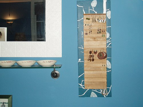 Check out my DIY for turning an old shutter into a pretty earring display.