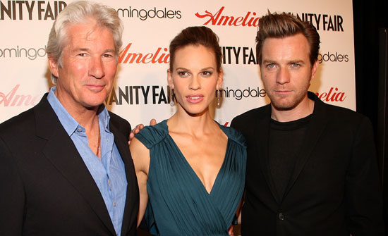 Gallery of Photos from Amelia premiere in New York with Ewan McGregor and Hilary Swank, Trailer of Amelia Starring Ewan McGregor