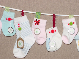 A clothesline hung with baby socks stores tiny treats in this advent calendar.