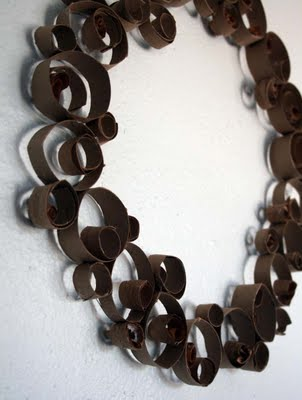 Alisa Burke shows you how to craft this modern-looking recycled wreath.