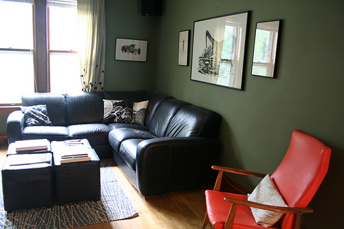 Leather sofas and chairs and minimal accessories keep the living room tidy, stylish, and gender neutral.