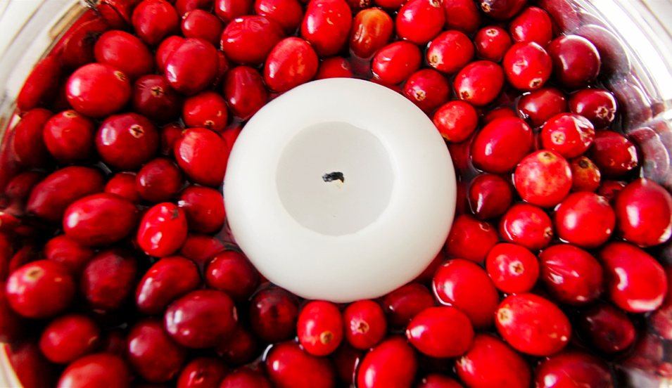 Fill a bowl with an inch or two of water and cranberries and float a candle in the center of it. Source: Flickr User matt.hintsa