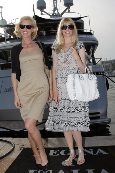 May 22: Eva Herzigova and Claudia Schiffer arrive at Stefano Gabbana's yacht, Regina D'Italia