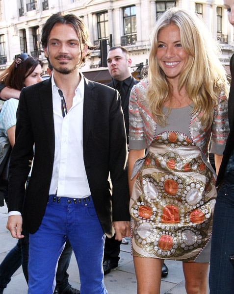 Matthew Williamson & Sienna Miller. London. Image D.Martindale/WireImage.