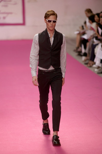 Paris: Emanuel Ungaro Men's Spring 2010