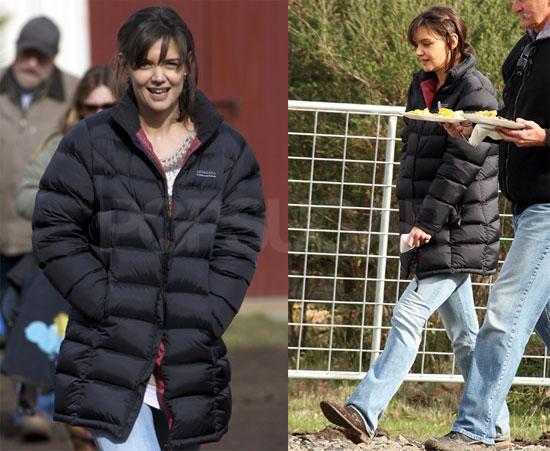 Photos of Katie Holmes on Set in Australia 2009-07-24 10:13:43