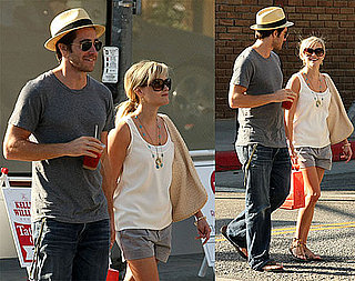 Photos of Reese Witherspoon and Jake Gyllenhaal in Venice Beach, CA