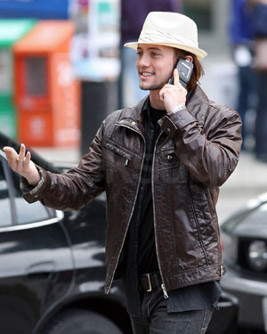 Eclipse&#039;s Jackson Rathbone Carries a LG Lotus While Filming Eclipse in Vancouver With Robert Pattinson and Kristen Stewart
