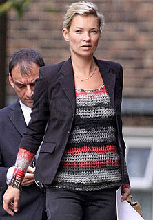 Photo of Kate Moss in Moody Topshop Sweater in London 2009-10-01 04:00:22