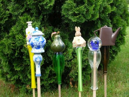Curbly shows you how to craft garden art with sticks and vases. This would be charming in a country garden.