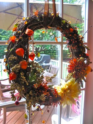 Samster Mommy has all the steps and supplies for putting together this pretty Fall wreath.