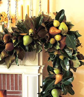 To create a great Fall mantelpiece, craft this wreath. Source