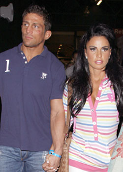 Alex Reid Cross-Dressing Pictures, Gossip on Alex Reid's Cross-Dressing, Alex Reid Admits He Dresses as a Woman