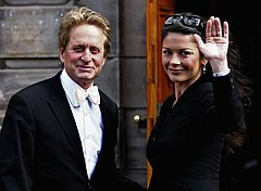 04021_Catherine_Zeta_Jones_Michael_Douglas_Honorary_Degree_Presentation_01