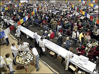 Fargo Breaks World Record for World's Largest Pancake Feed