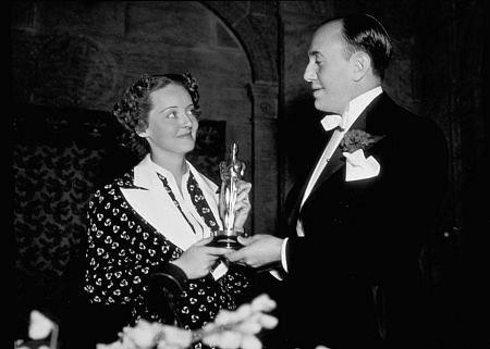 Bette Davis, 1936