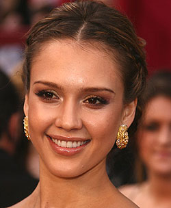Jessica Alba at 2008 Oscars: How to get her makeup look
