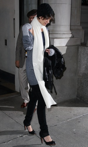 Katie Holmes Leaving Apartment in NYC in Extra Long Scarf