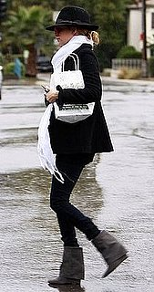Nicole Richie Walks in the Rain in Gray Wedge Boots, White Scarf, and Black Fedora Hat