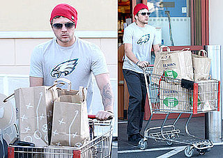 Photo of Ryan Phillippe Wearing a Philadelphia Eagles Shirt
