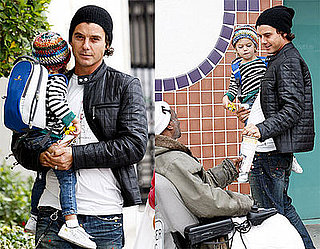 Photos of Gavin Rossdale and Kingston Rossdale Giving Money to a Homeless Man
