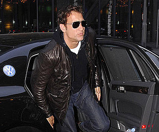 Photo of Clive Owen Heading into Berlin's Ritz Carlton