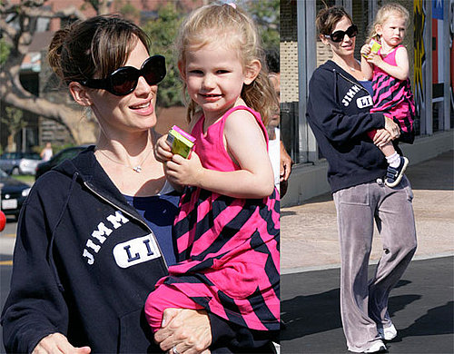 Photos of Jennifer Garner and Violet Affleck Grocery Shopping in Brentwood