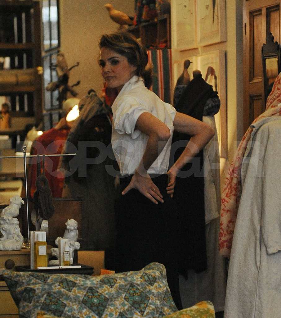 Keri Russell Shopping in NYC Without a Coat