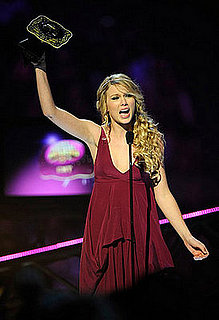 Taylor Swift, Kellie Pickler Top CMT Awards