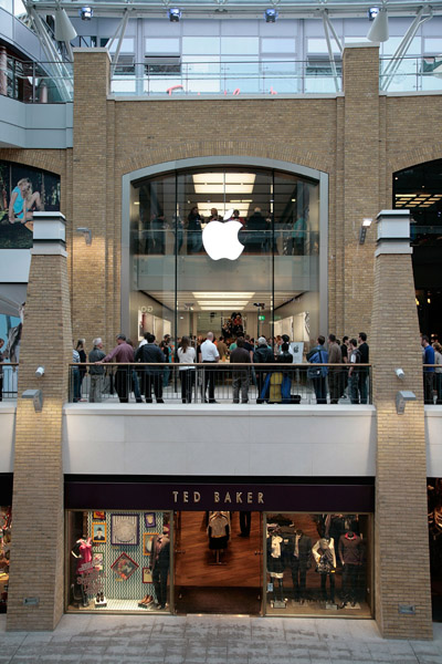 Apple Opens Its First Store in Belfast