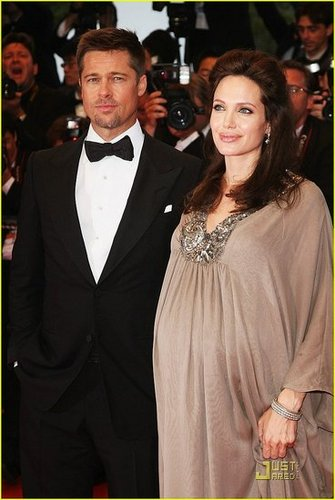 CONFIRMED! Angelina gives birth to a boy and a girl: Knox Leon and Vivienne Marcheline!!