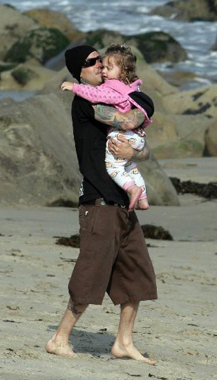 Travis Barker gave lil Alabama some lovin' on the beaches of Malibu.