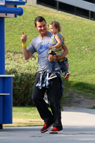 Gavin and Kingston Rossdale enjoyed some one–on–one time at the La Brea Tar Pits in LA.