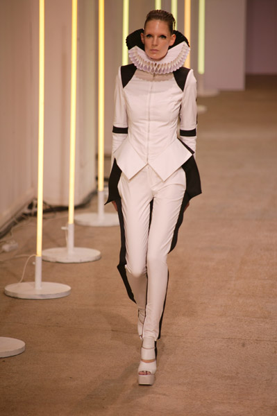Paris Fashion Week: Gareth Pugh Spring 2009