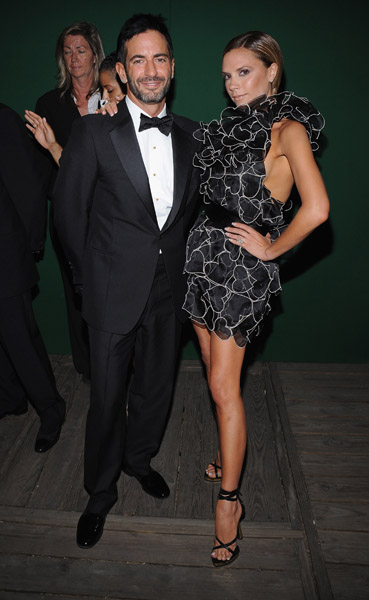 Marc Jacobs and Victoria Beckham in his design.