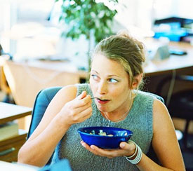 Healthy Breakfast Idea: Oatmeal at Your Desk