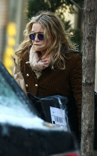 Mary-Kate Collecting Her Dry-Cleaning In NYC