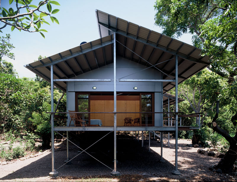 The house's flexible design allows it to be used as a home or as a writer's retreat. The house's raised design increases air flow, which naturally reduces hot temperatures.