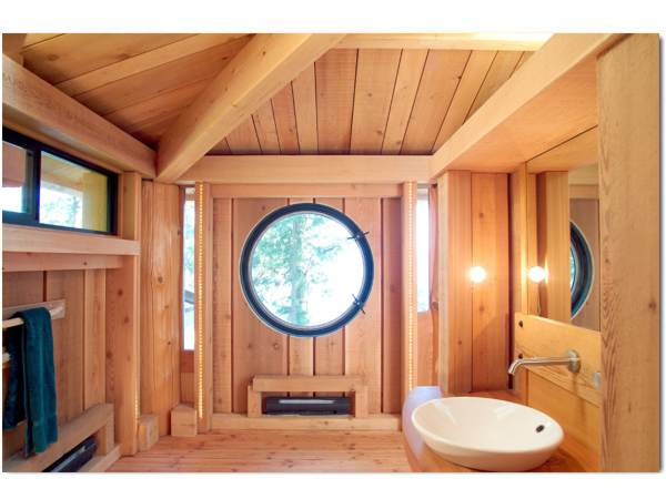 The porthole window in the bathroom provides an open view to the island's beautiful surroundings.