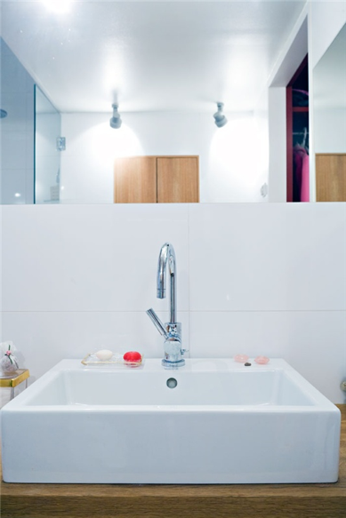 A deep rectangular sink makes modern au toilette.