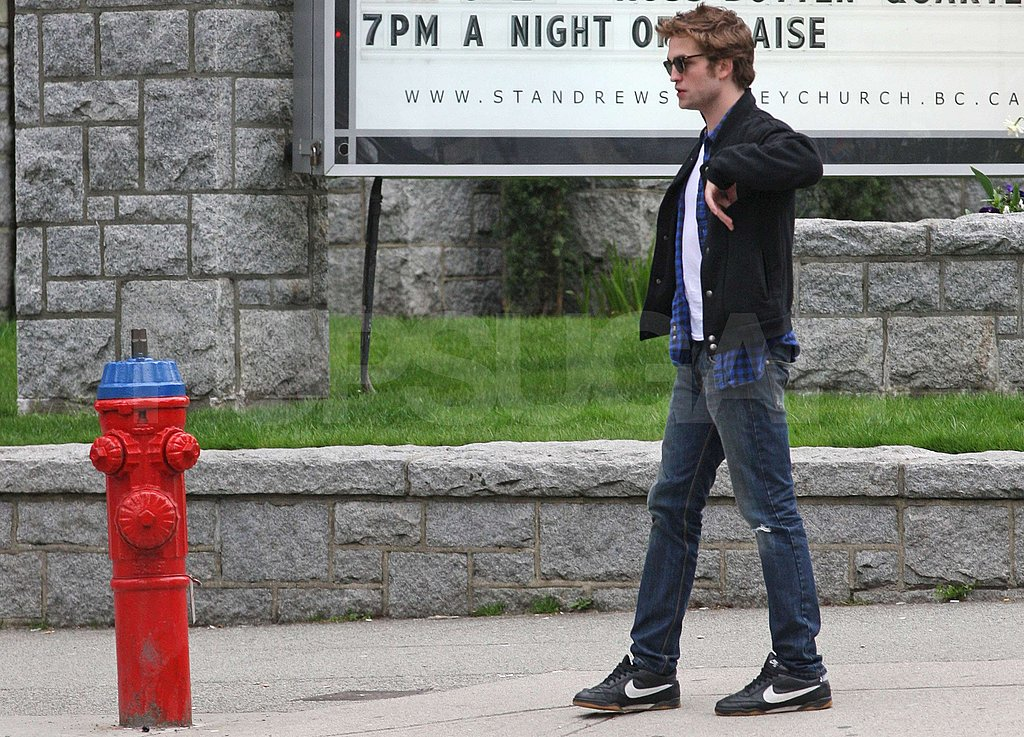 Pattinson Grabs Starbucks