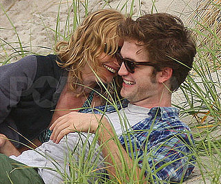 Slide Photo of Robert Pattinson Kissing Emilie de Ravin in New York